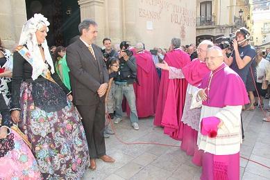 La Federació de les Fogueres de Sant Joan da la bienvenida al nuevo Obispo
