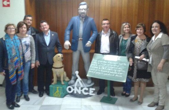 La Ceràmica entrega el ninot conmemorativo del 75 Aniversario de la ONCE